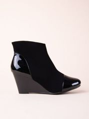 Czarne botki na koturnach GOFC z lakierowanym noskiem