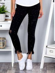 Czarne dopasowane spodnie z perełkami