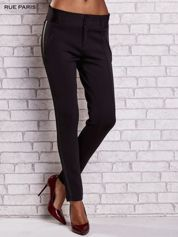 Czarne dopasowane spodnie ze skórzanym lampasem