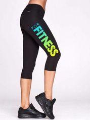 Czarne krótkie legginsy sportowe z kolorowym nadrukiem