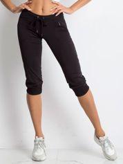 Czarne spodnie capri z kieszonką i haftem PLUS SIZE