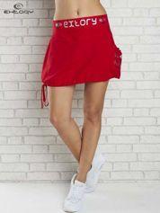 Czarno-czerwona spódnica dresowa z nadrukami i troczkiem na dole