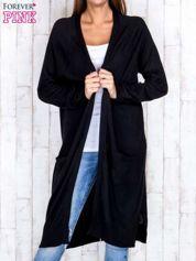 Czarny długi sweter z ażurowym zdobieniem szwów