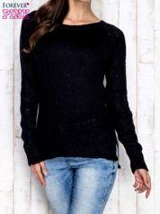 Czarny dzianinowy sweter o szerokim splocie