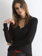Czarny sweter z dekoltem w serek