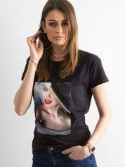 Czarny t-shirt z aplikacją
