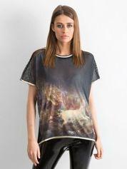 Czarny t-shirt z grafiką i siateczką