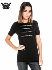 Czarny t-shirt z napisem YOU'RE LUCKY TO MEET ME