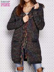 Czarny włóczkowy sweter z kolorową nicią