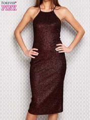 Czerwona dopasowana sukienka w drobny prążek