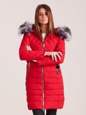 Czerwona pikowana kurtka zimowa