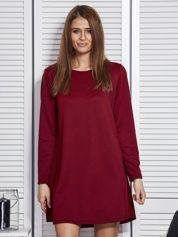 Czerwona sukienka w kratkę o kroju oversize