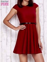 Czerwona sukienka z suwakiem na plecach