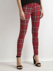 Czerwone legginsy w kratkę