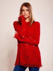 Czerwony sweter oversize