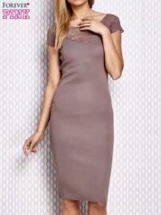 Dopasowana sukienka z koronkową wstawką beżowa