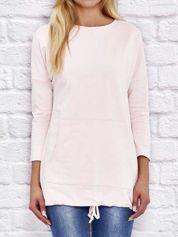 Dresowa bluza z dużą kieszenią i troczkami brzoskwiniowa