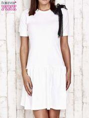 Ecru sukienka dresowa z kokardą z tiulu