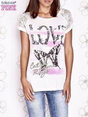 Ecru t-shirt z napisem LOVE i ażurowymi rękawkami