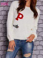 Ecru włochaty sweter z naszywkami