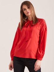 Elegancka bluzka z wiązaniem czerwona