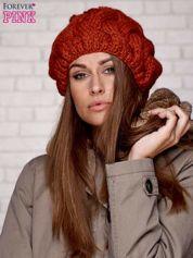 Fuksjowa dziergana czapka z pomponem