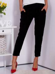 Gładkie czarne spodnie ze zwężaną nogawką