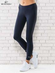 Grafitowe legginsy sportowe termalne z patką z dżetów