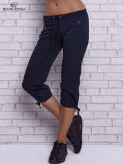 Grafitowe spodnie capri z boczną kieszonką i dżetami