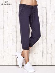 For Fitness Grafitowe spodnie dresowe capri z kwiatowymi kieszeniami