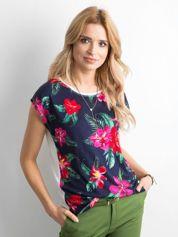 Granatowy t-shirt w kolorowe kwiaty