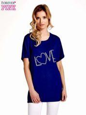 Granatowy t-shirt z biżuteryjnym napisem LOVE