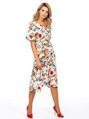 Jasnobeżowa sukienka w kolorowe kwiaty