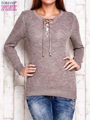Jasnobrązowy dzianinowy sweter z wiązaniem