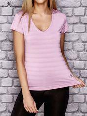 Jasnofioletowy t-shirt sportowy w paseczki