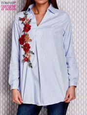 Jasnoniebieska koszula w paski z kwiatową naszywką