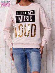 Jasnoróżowa bluza z napisem I LIKE MY MUSIC LOUD