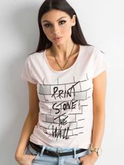 Jasnoróżowa koszulka damska z nadrukiem