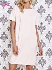 Jasnoróżowa sukienka dresowa ze ściągaczem na dole