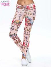 Jasnoróżowe legginsy z motywem kwiatów i kluczy