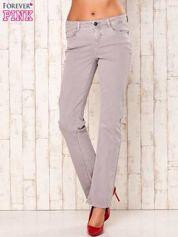 Jasnoszare spodnie o prostym kroju