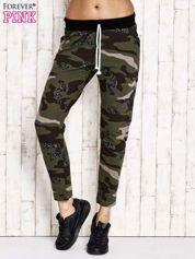 Khaki ocieplane spodnie dresowe z militarnym motywem