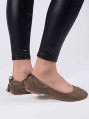 Khaki zamszowe baleriny z ozdobnym chwostem z tyłu buta