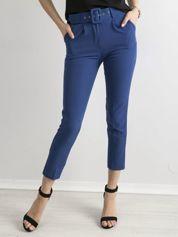 Kobaltowe spodnie cygaretki z paskiem