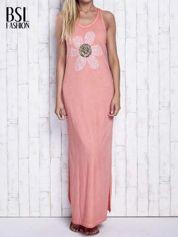 Koralowa dekatyzowana sukienka maxi z cekinowym kwiatem