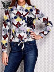 Koszula we wzory niebieska z aplikacją na kieszeni