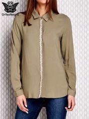 Koszula z ozdobnym haftem i dłuższym tyłem khaki
