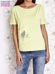 Limonkowy t-shirt z ukośną kieszenią i dżetami