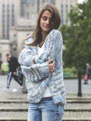 Melanżowy otwarty sweter oversize niebieski