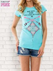 Miętowy t-shirt z napisem SHE SAYS BABE YOU LOOK SO COOL XX